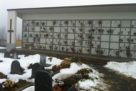 Kyrkogården i Sauze har många platser